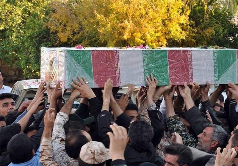 Photo of تشییع پیکر شهید مصطفی محمدی بر روی دستان مردم شاهرود
