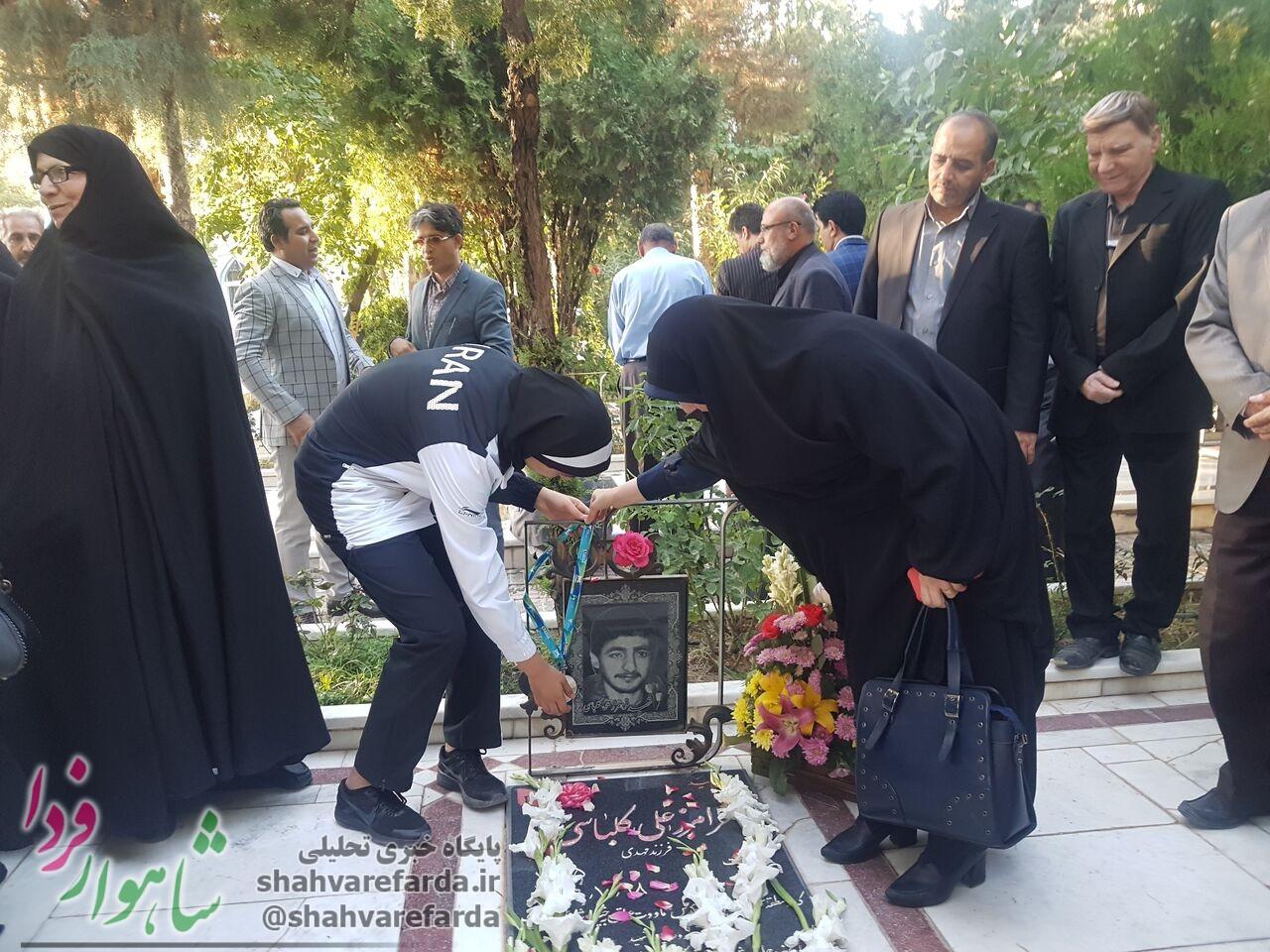 Photo of نایب قهرمان جهان مدال خود را تقدیم به شهید کلباسی کرد