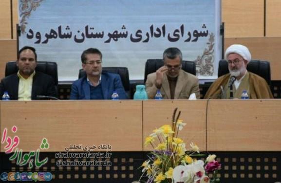 Photo of فرماندار شاهرود خبرنگاران را به شورای اداری راه نداد /پشت در بسته چه خبر است؟