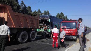Photo of تصادف اتوبوس با کامیون در محور میامی/ ۳ نفر مصدوم شدند+ تصاویر